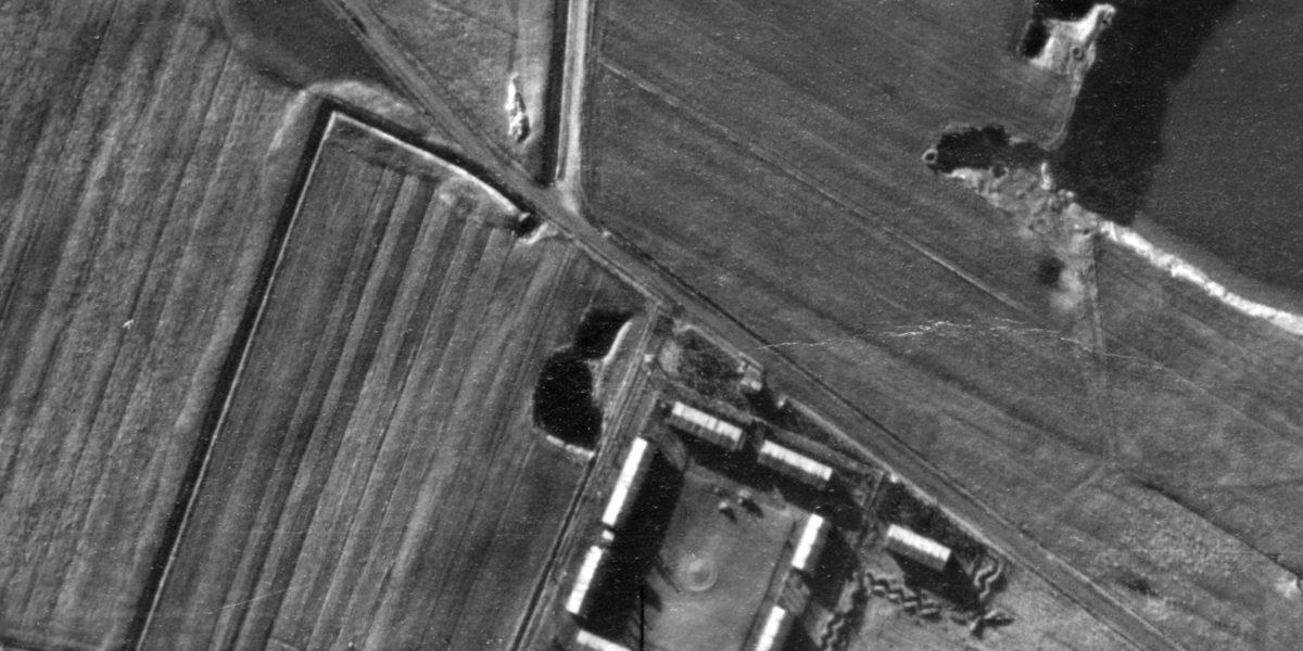 Luftaufnahme des Konzentrationslagers